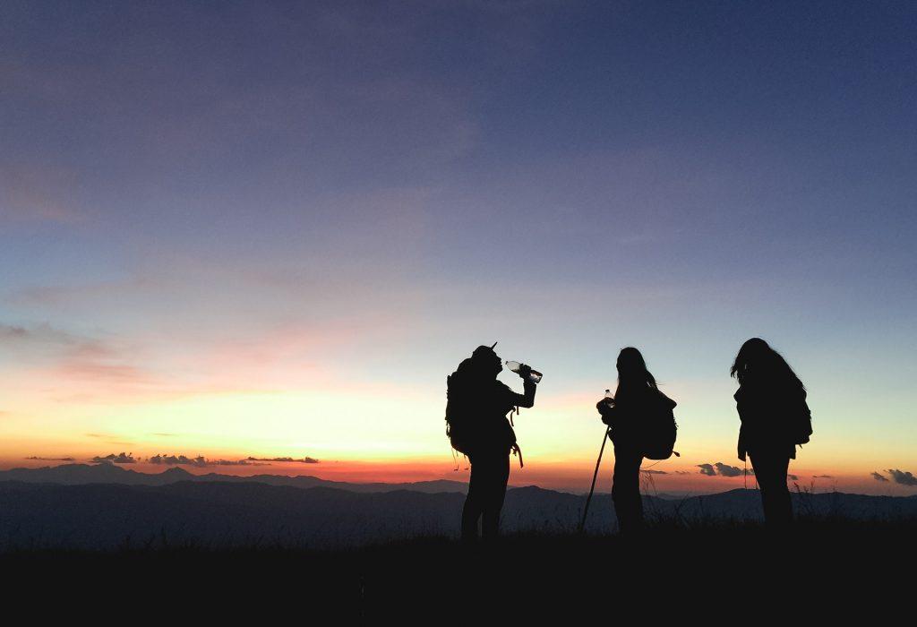 Escursione con migliori bastoncini da trekking