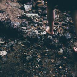 Barefoot Hiking! Camminare scalzi nella natura.Attrezzatura Trekking