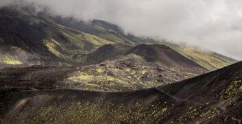 Trekking sull'Etna: da Mareneve alla Valle del BoveAttrezzaturaTrekking.it